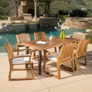 Vilamari Outdoor 7-piece Wood Dining Set with Cushions
