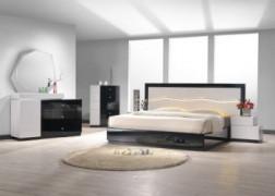 J&M Furniture 17854-K Turin King Bedroom set - Light grey & Black Lacquer